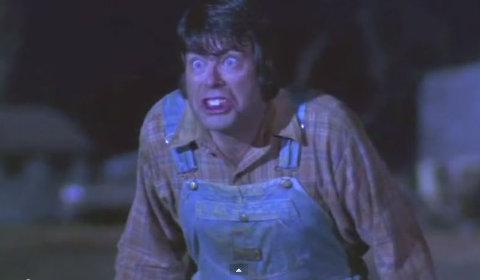 Il povero Stephen King non sa ancora cosa gli accadrà nell'episodio di Creepshow (1982)