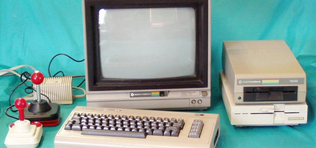 Questo era il sogno di molti ragazzi negli anni '80: il Commodore 64 nella sua configurazione più completa, con tanto di lettore di floppy (!) disk.