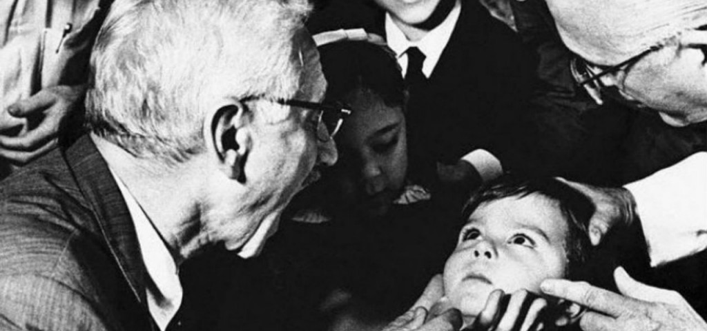 « Tanti insistevano che brevettassi il vaccino, ma non ho voluto. È il mio regalo a tutti i bambini del mondo »