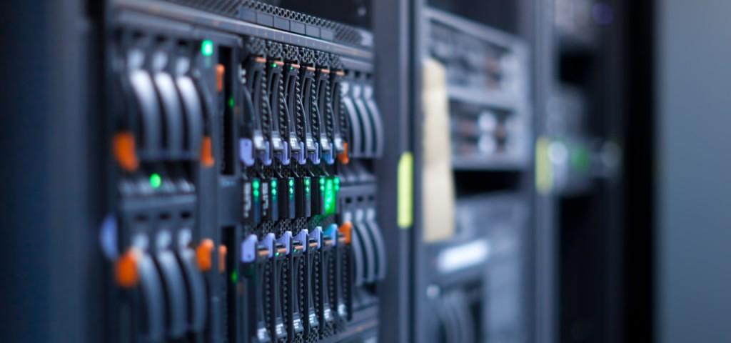 Anche se gli algoritmi erano efficienti, avevamo comunque bisogno di diversi server per star dietro alle decine di migliaia di utenti del servizio di lettura della posta elettronica!