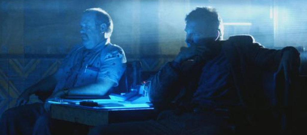 Il Blade Runner più in gamba che ha bisogno di vedere le diapositive invece di consultare un rapporto: non vi sembra un po' strano?